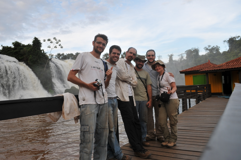 June/2011 field work - Tiago, Estevan, Max, Jonathas, Júlio, and Annie at the Nuvens Falls, Tangará da Serra-MT