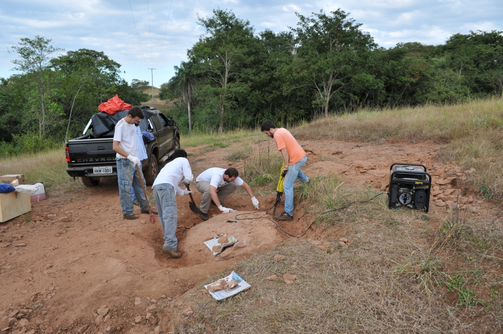 May/2011 field work - The sensible help from our beloved jackhammer, General Salgado